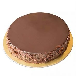 Round shaped chocolate cake decorated with belgian chocolate crust on side