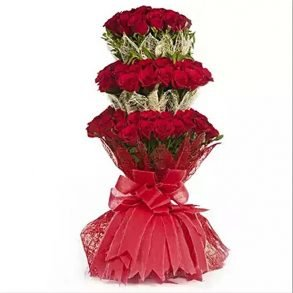 100 roses arranged in 3 layers rapper with red jute fabric and tried with red ribbon