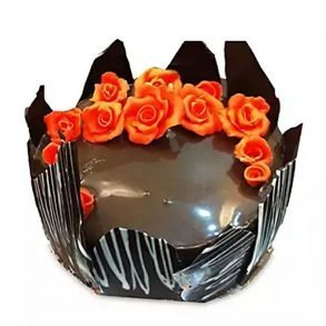 Round shaped cakes decorated with chocolate and red flowers