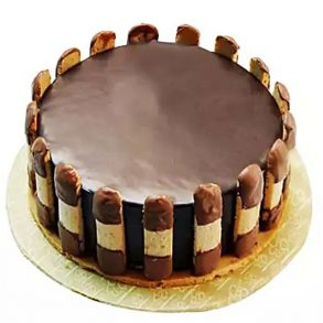 Round shaped chocolate cake decorated with chocolate bars on side