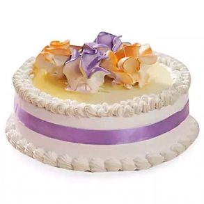 Round shaped vanilla cake decorated with creamy flowers